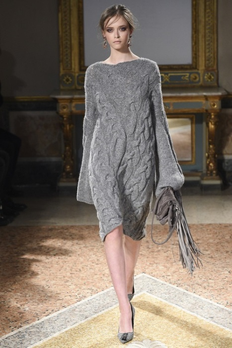 Вязанное обьемное платье.