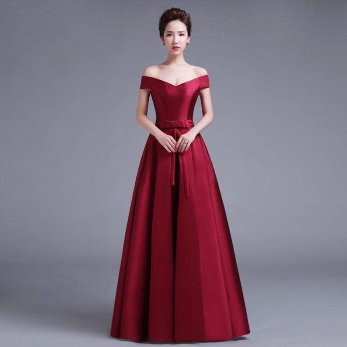 красное платье в пол.