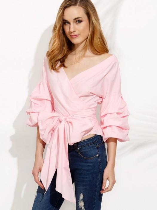 блузка с завязочками.