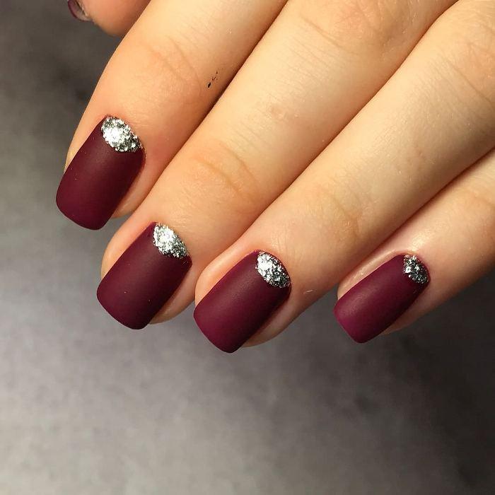 Бордовые ногти.