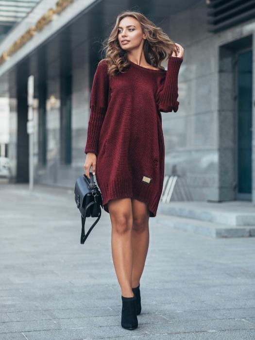 Платье бордовое.