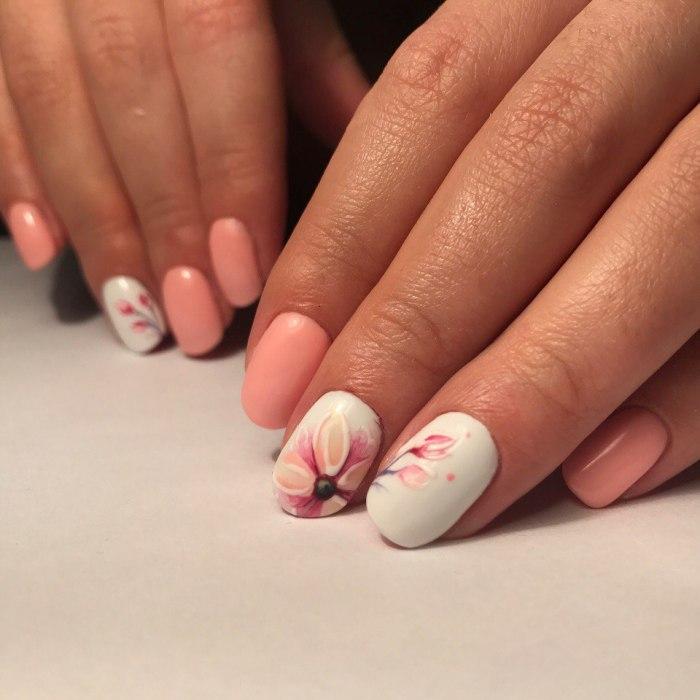 дизайн ногтей с цветами.