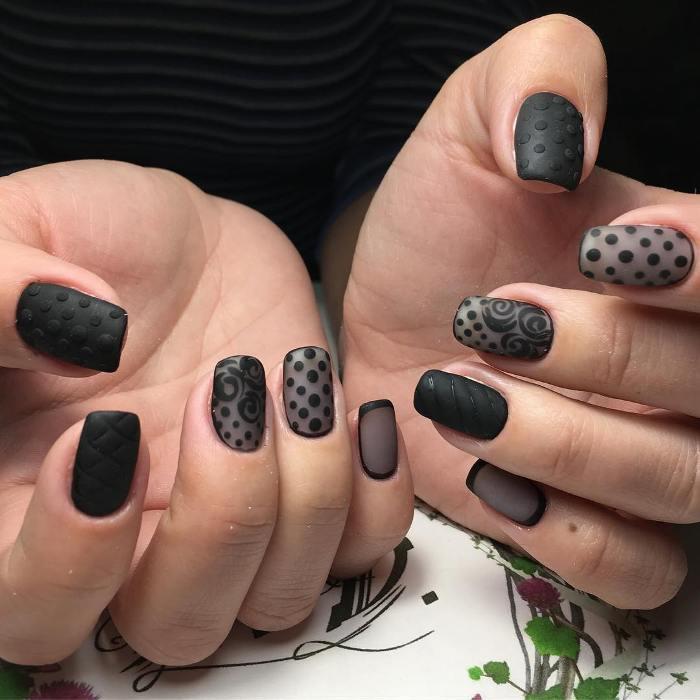 Черный дизайн ногтей.
