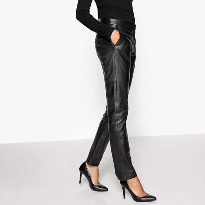 Кожаные черные брюки.