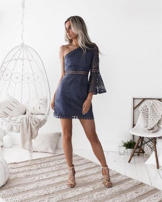 Короткое коктейльное платье.