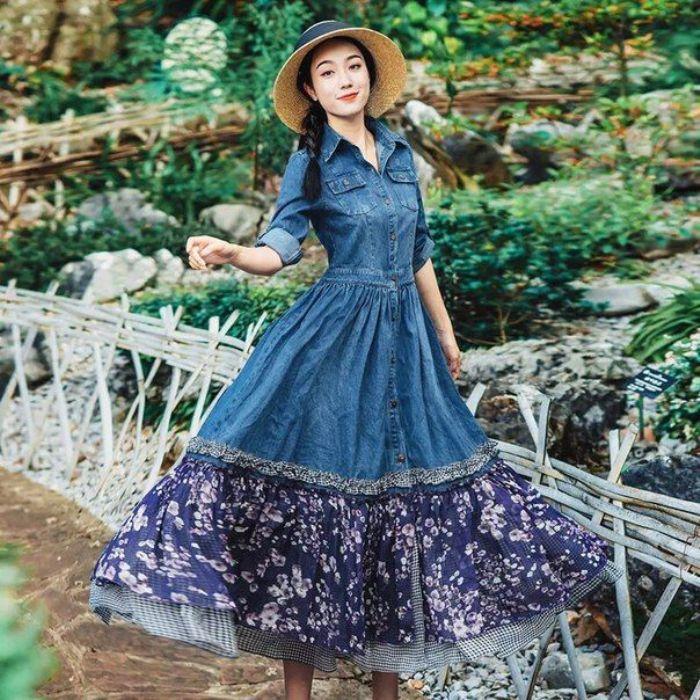 Длинное джинсовое платье.