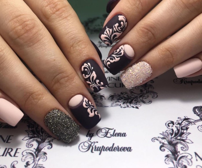 Кристаллы пикси на ногтях.