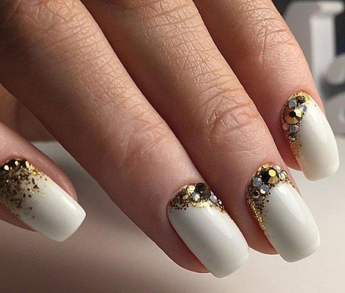 фото дизайн ногтей с камнями и стразами фото первый сезон