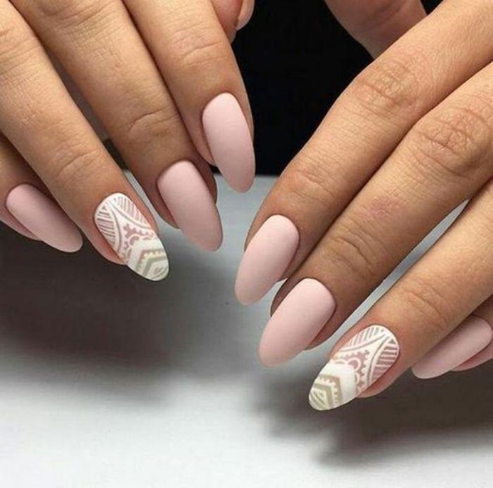 Матовые ногти.
