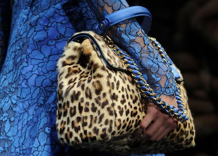 Меховая модная сумка.