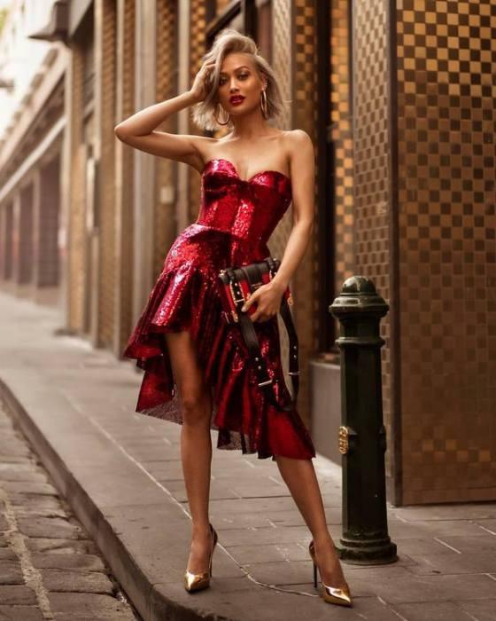 неоновое платье.