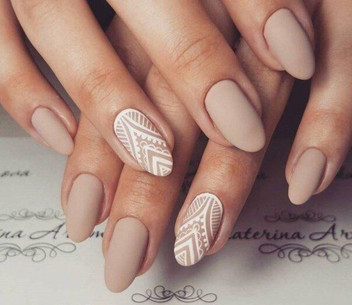 Нюдовые ногти.