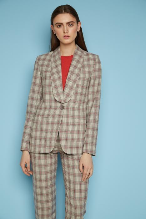 Пиджак с одной пуговицей.