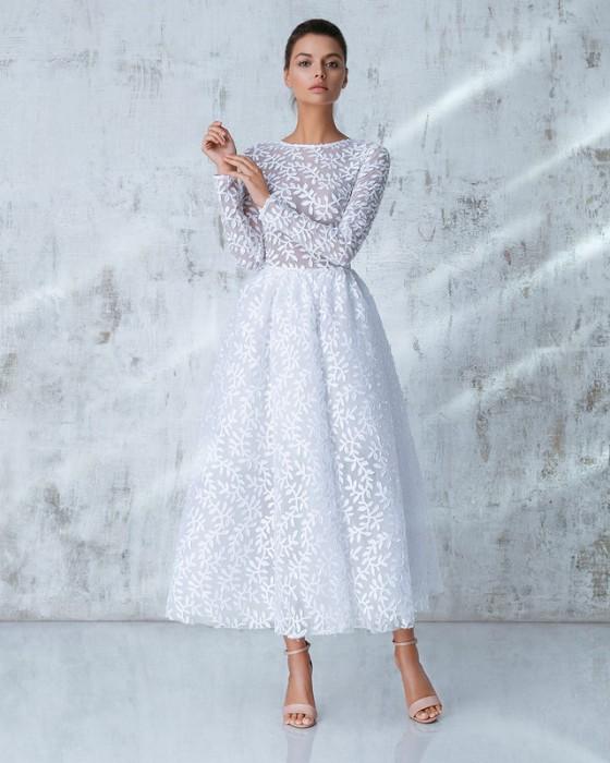 Платье миди с широкой юбкой.