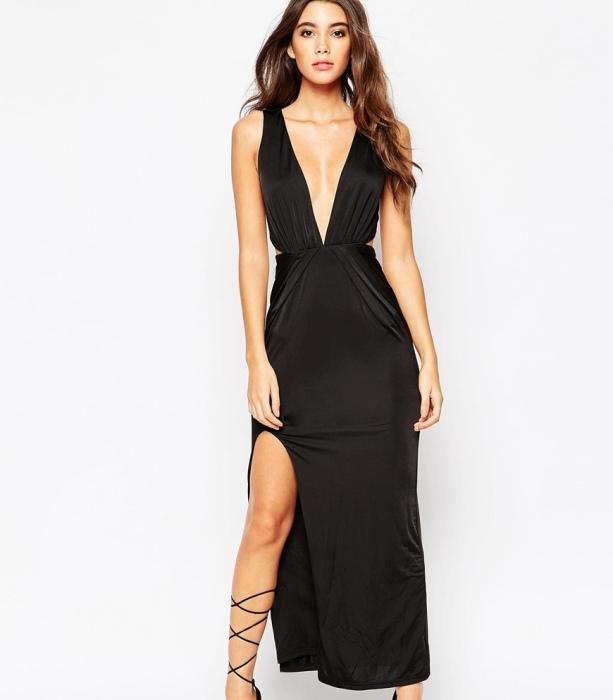 платье с глубоким декольте.