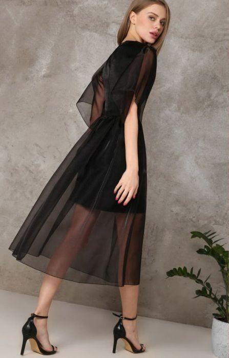 Полупрозрачное коктейльное платье.