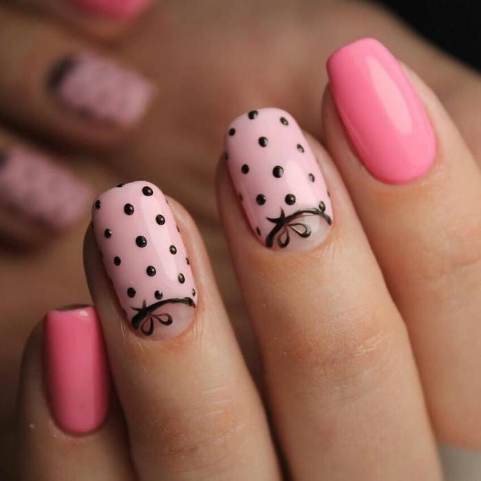 горошки на ногтях.