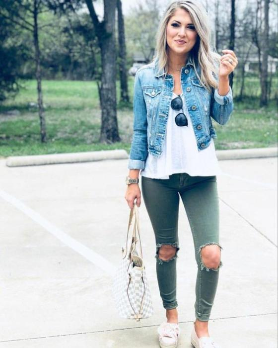 Укороченная джинсовая куртка.