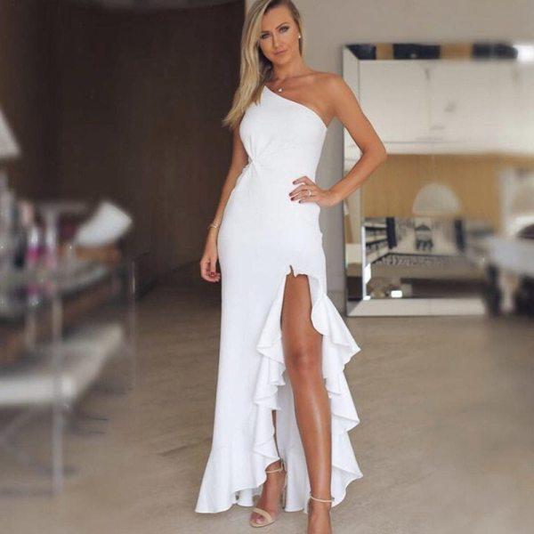 платье в оборках.