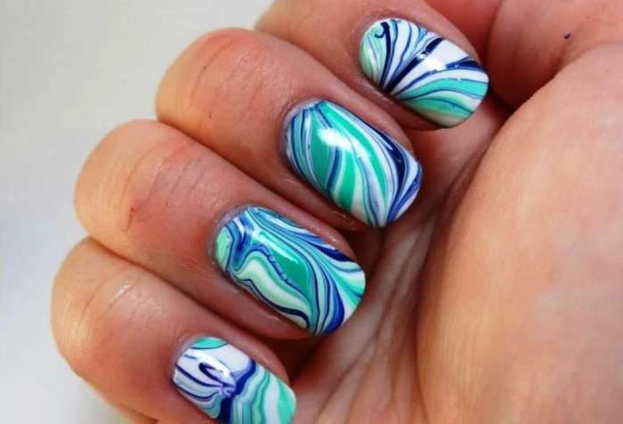 Водный дизайн на ногтях.