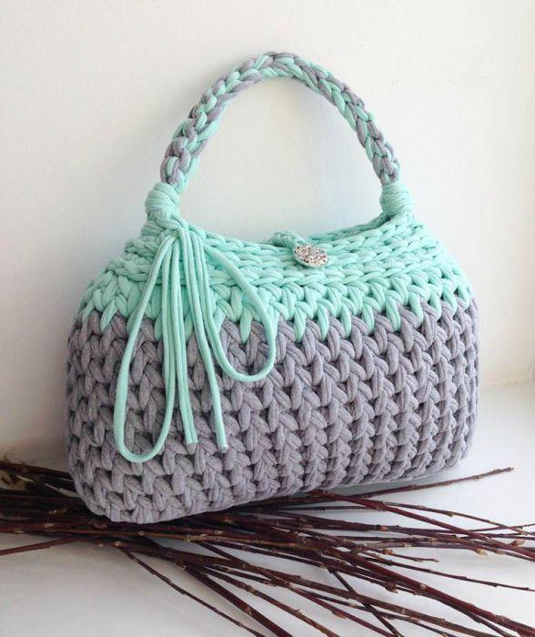 Женская вязанная сумка.