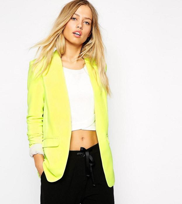 Яркий пиджак.