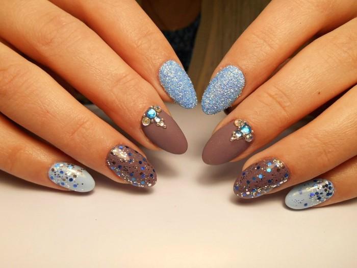 Яркий дизайн ногтей.