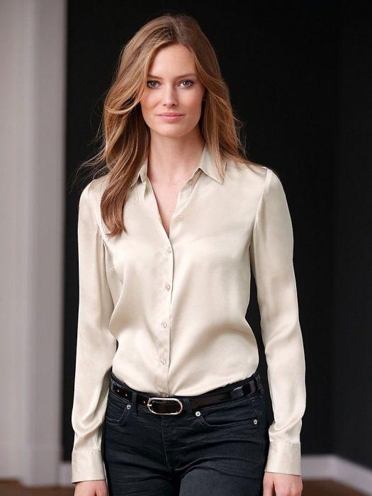 Атласная блузка-рубашка.