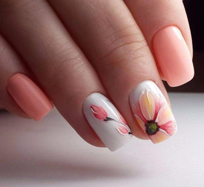 Цветы на ногтях.