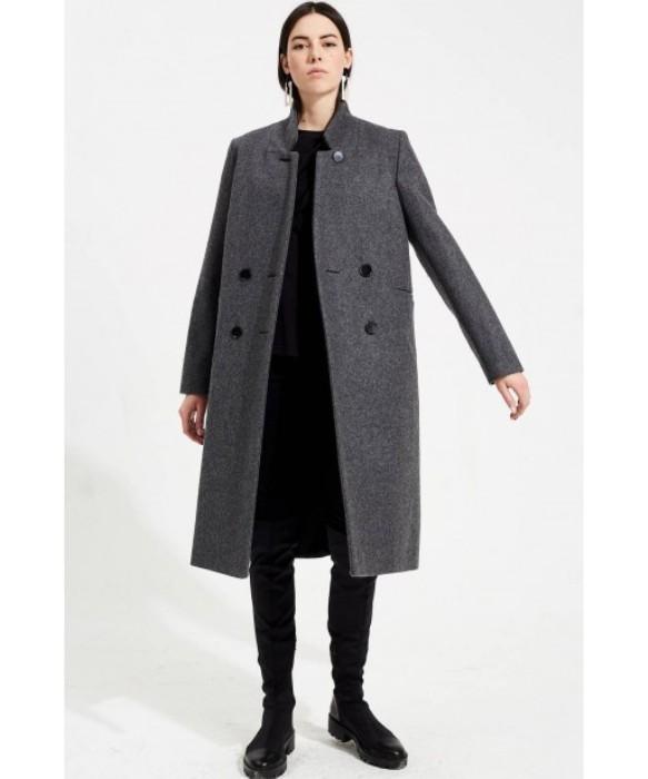 Двубортное пальто.