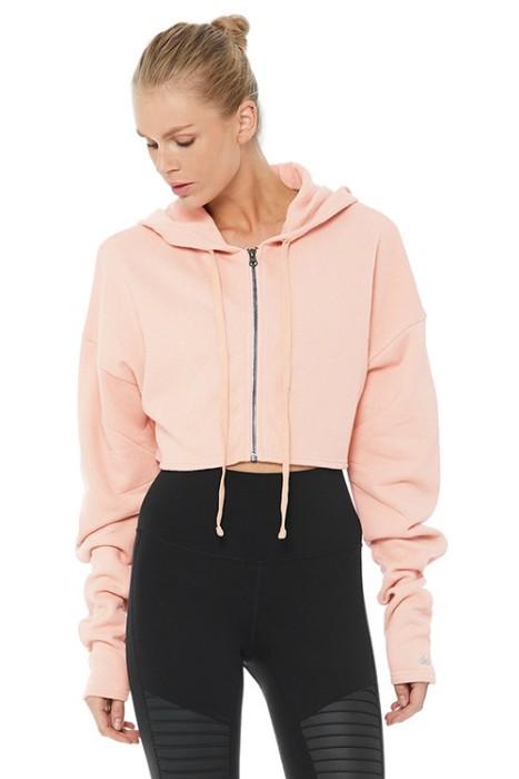 Розовая кроп-куртка.