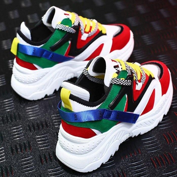 кроссовки со смешанными цветами.