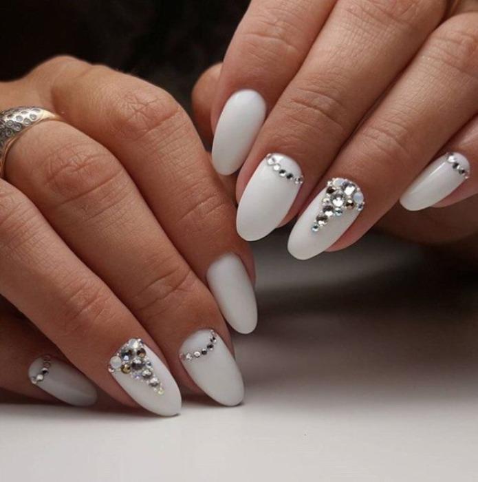 Лунные ногти.