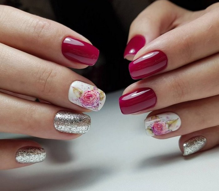 флористические мотивы на ногтях.