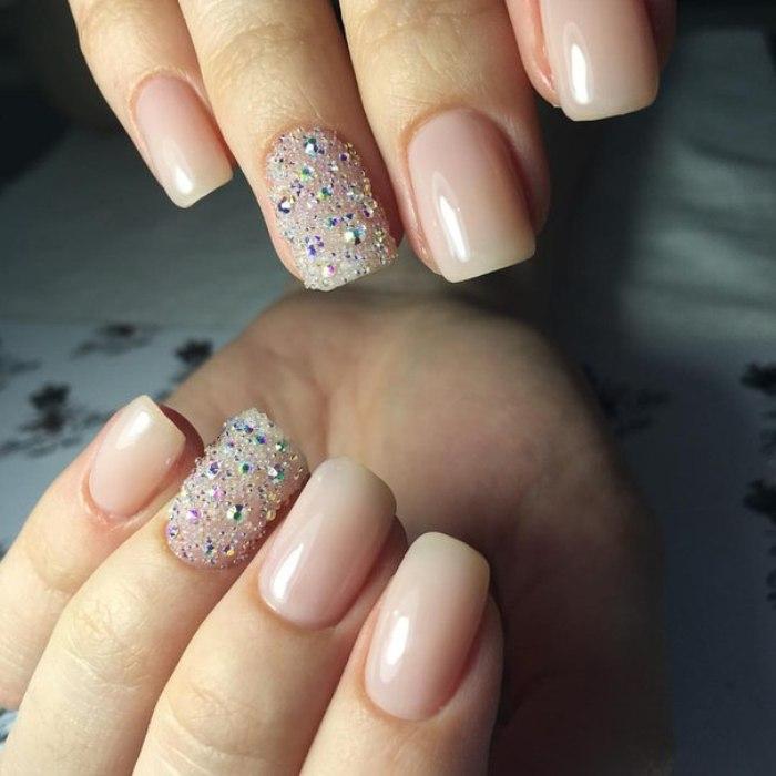 Дизайн ногтей кристаллами.