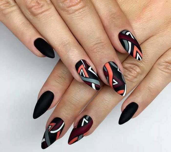 Абстрактный дизайн ногтей.