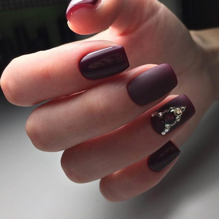 Винный дизайн ногтей.