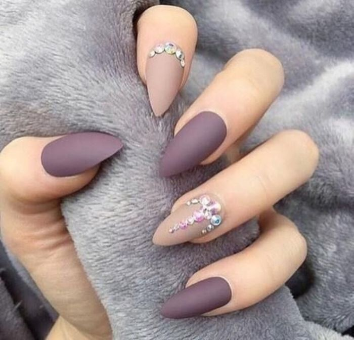 Дизайн длинных ногтей.