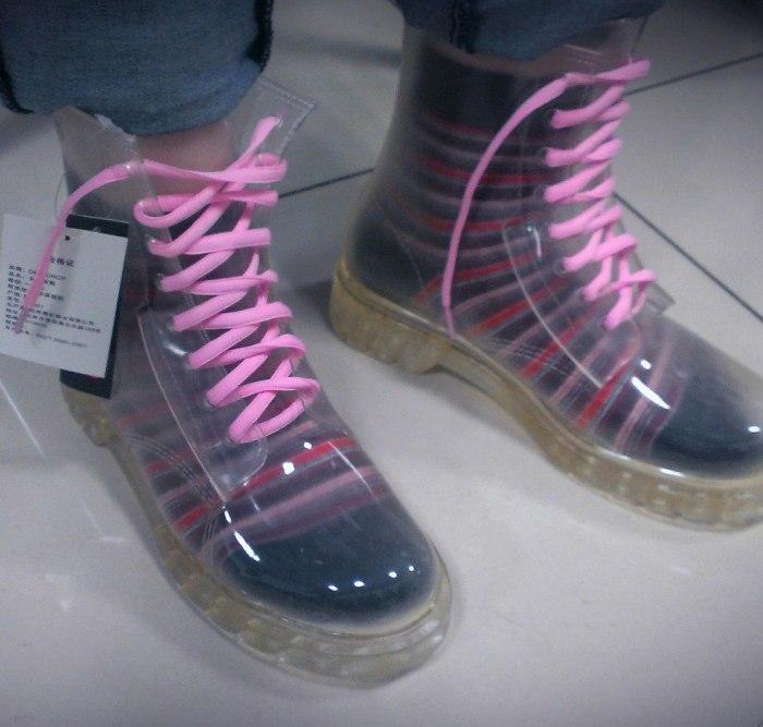 прозрачные ботинки.