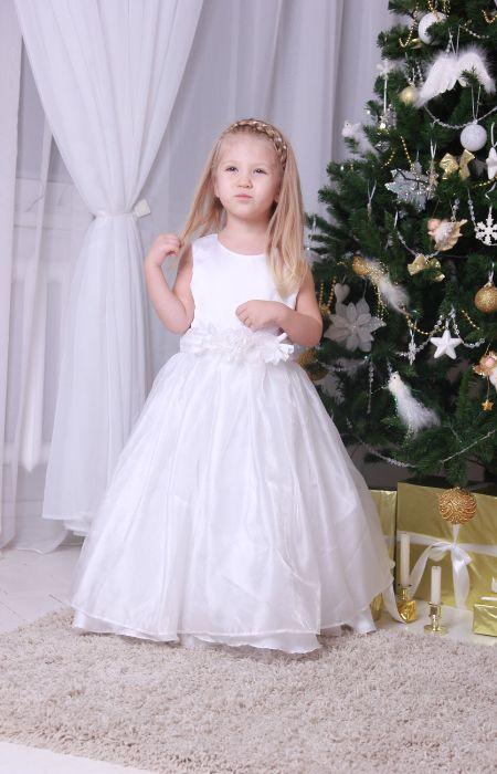 Белое платье в пол. Модные новогодние платья для девочек в 2020-2021 году.