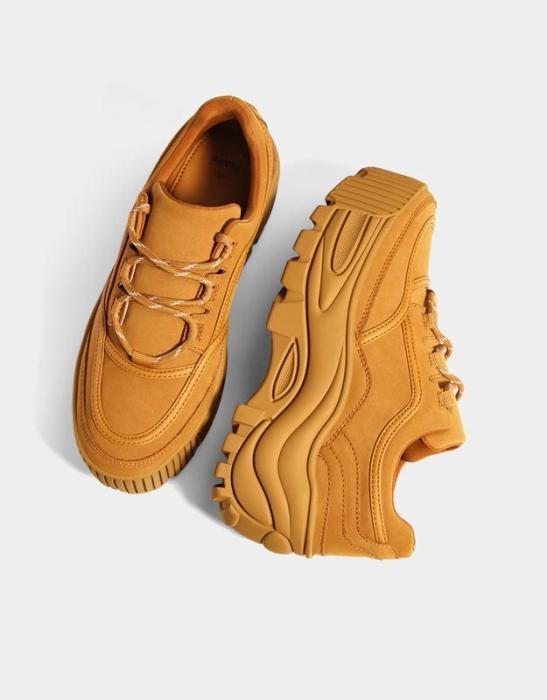 Однотонные кроссовки.