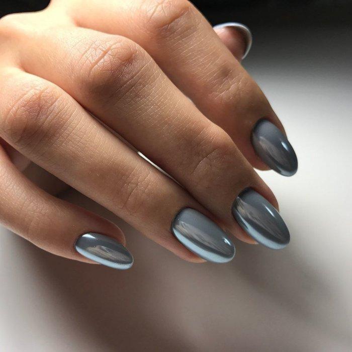 Однотонный дизайн ногтей.