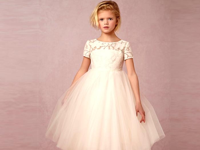 Монохромное платье. Модные новогодние платья для девочек в 2020-2021 году.
