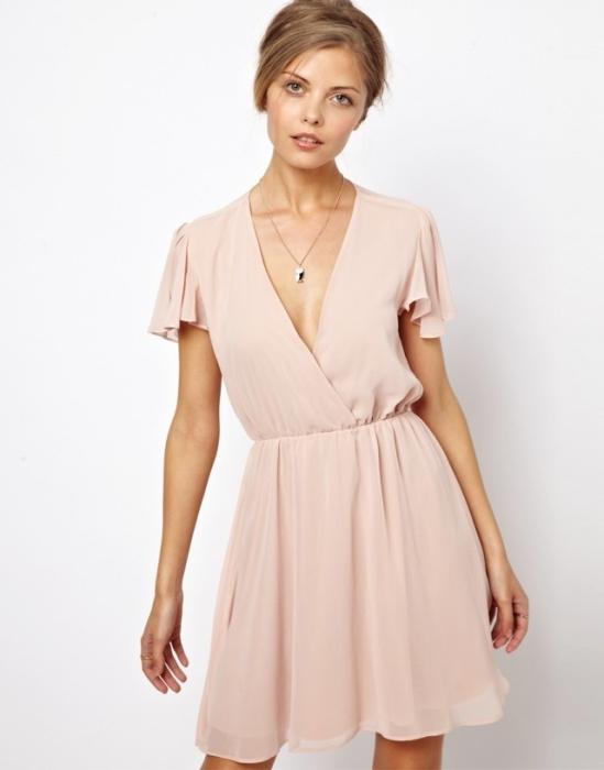 Весеннее модное платье.