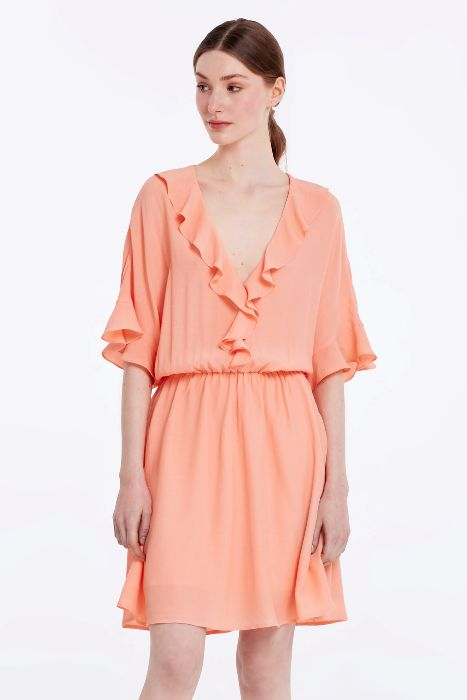 Платье с рюшками.