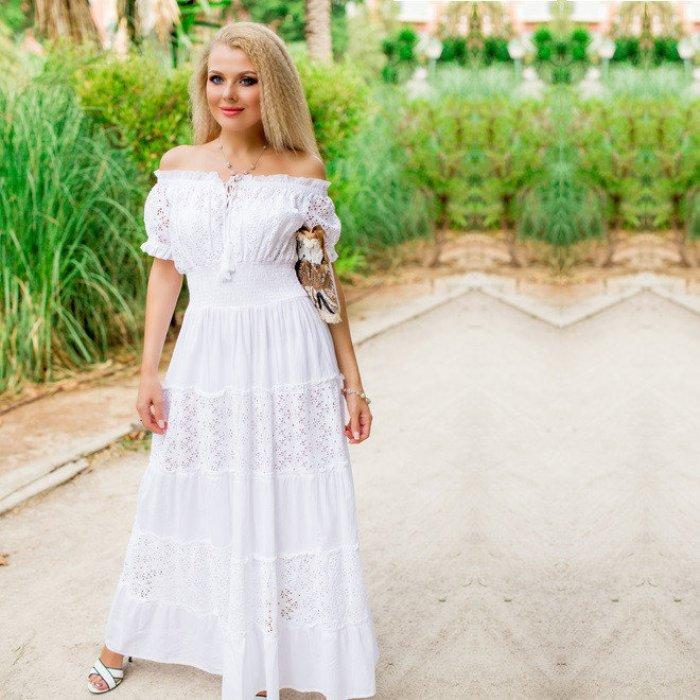 Белое платье на лето.