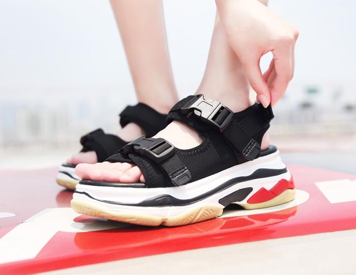 Спортивные сандали.