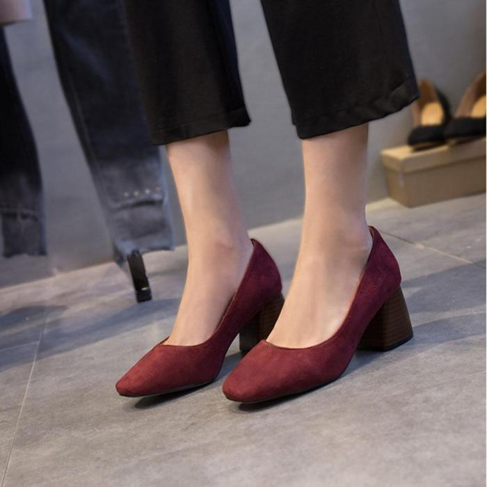 Туфли на квадратном каблуке.