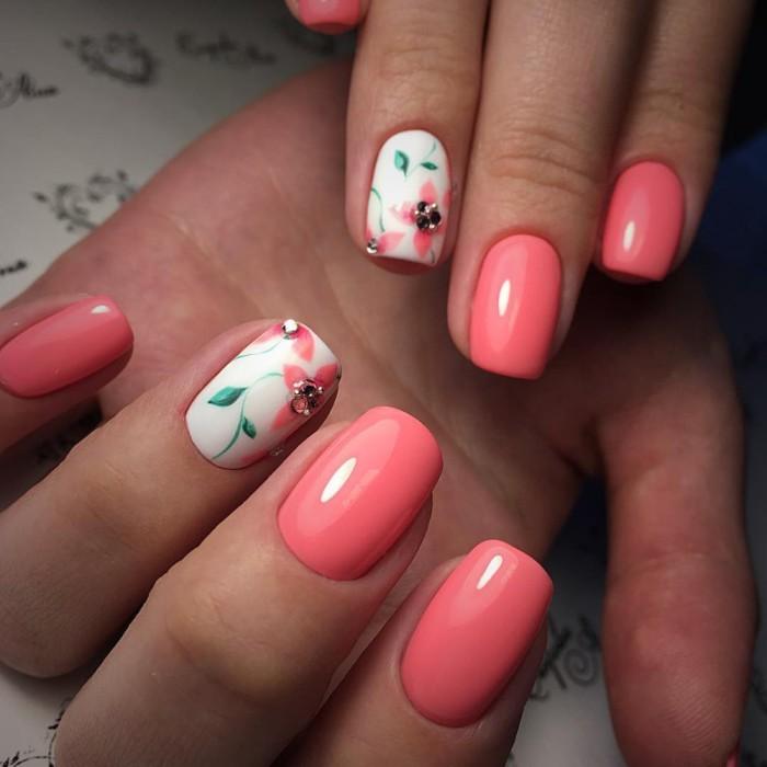 Флористика на ногтях.