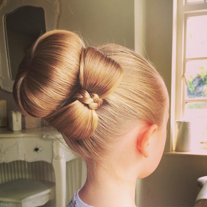 Прическа бант из волос.